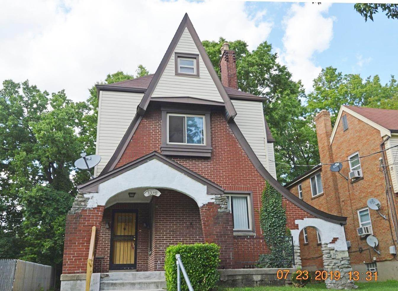 Single Family Homes for Sale at 1310 Franklin Avenue Cincinnati, Ohio 45237 United States