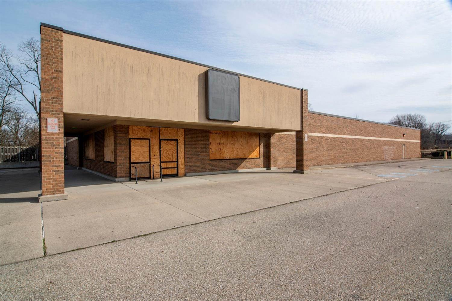 Commercial for Sale at 2550 W Galbraith Road Colerain Township, Ohio 45239 United States