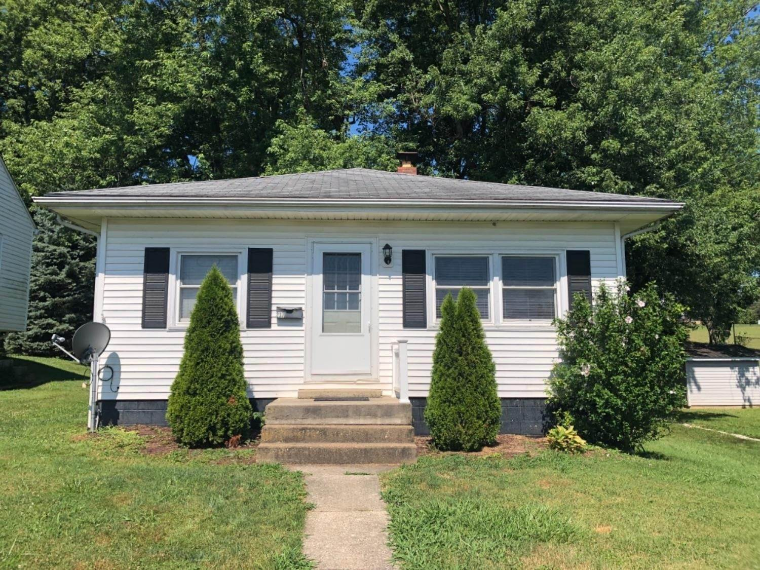 Single Family Homes por un Venta en 237 Market Street West Union, Ohio 45693 Estados Unidos