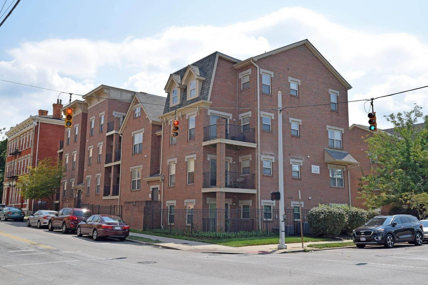 6. Condominiums for Sale at 203 E University Avenue Cincinnati, Ohio 45219 United States