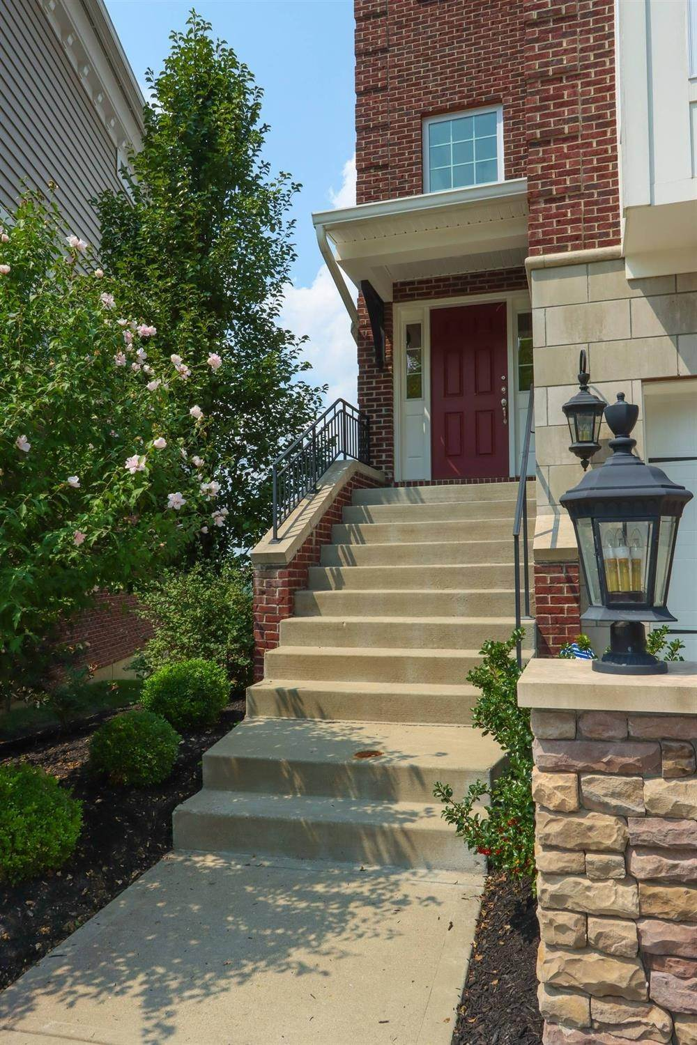 4. Single Family Homes for Sale at 5355 Grand Vista Court Cincinnati, Ohio 45227 United States