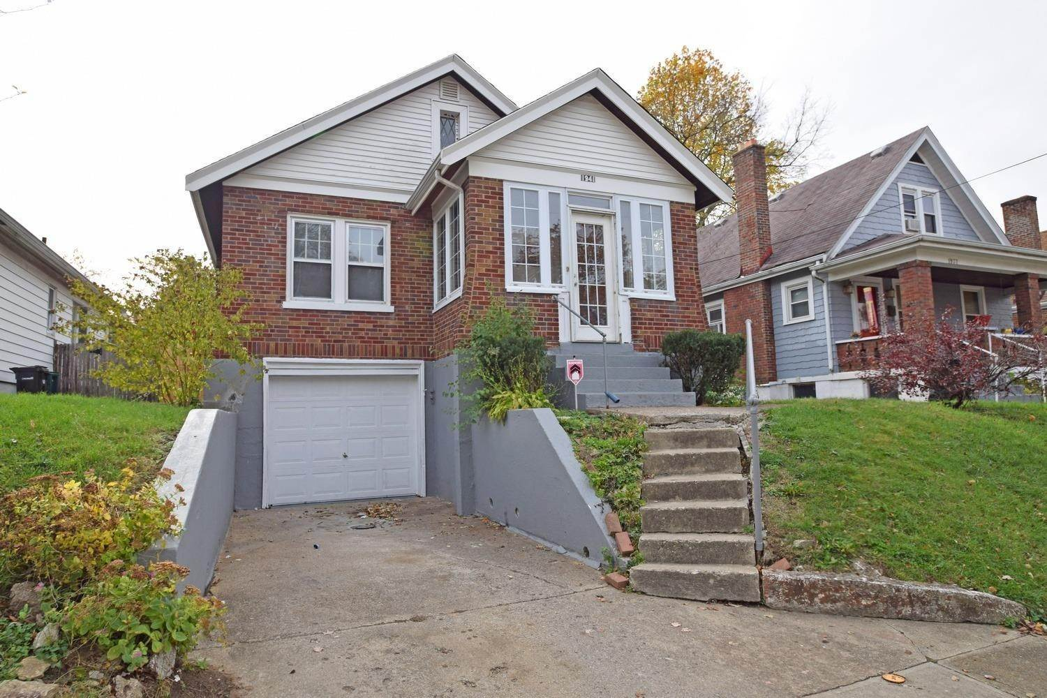 10. Single Family Homes for Sale at 1941 Dalewood Place Cincinnati, Ohio 45237 United States