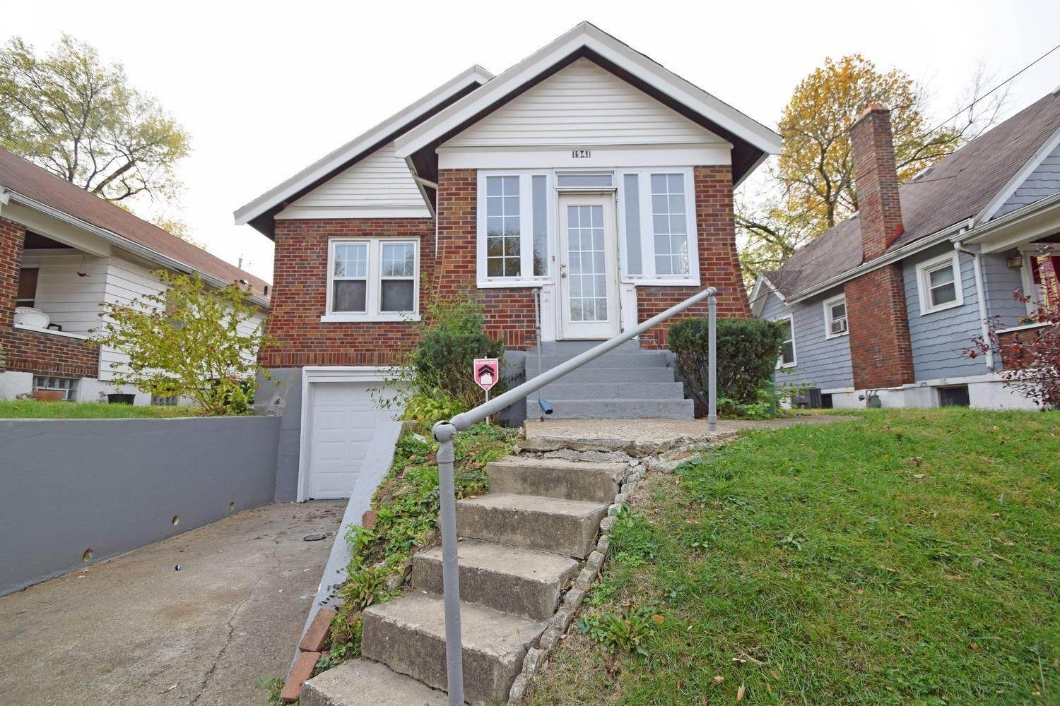 13. Single Family Homes for Sale at 1941 Dalewood Place Cincinnati, Ohio 45237 United States