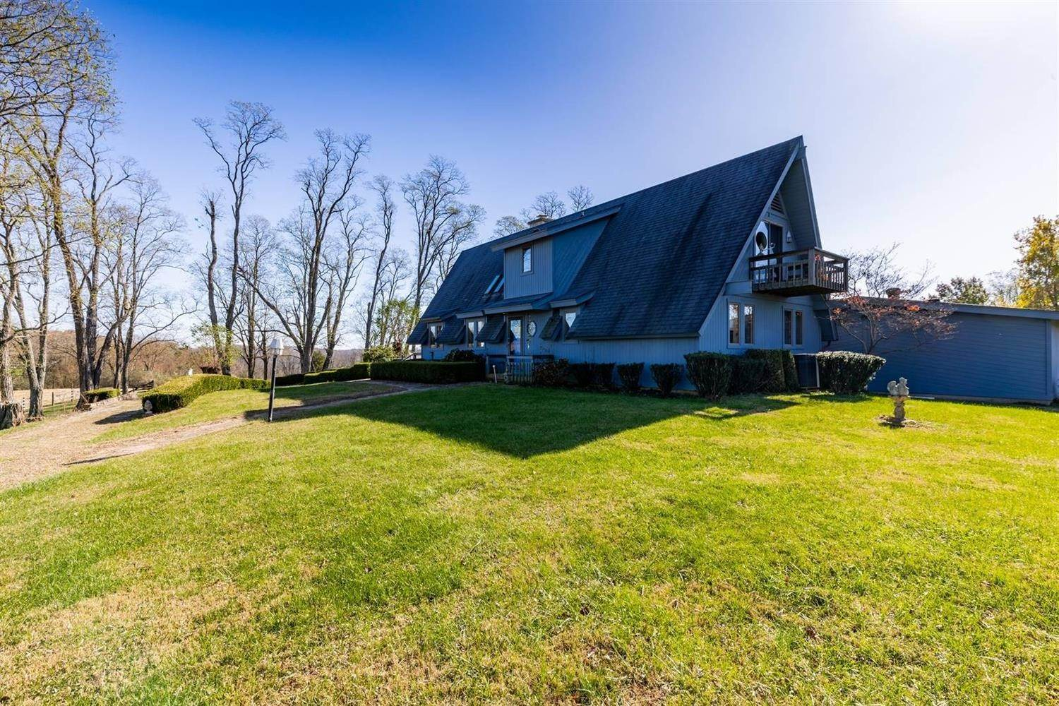 Farmhouse for Sale at 20114 Hickory Road Batesville, Indiana 47006 United States