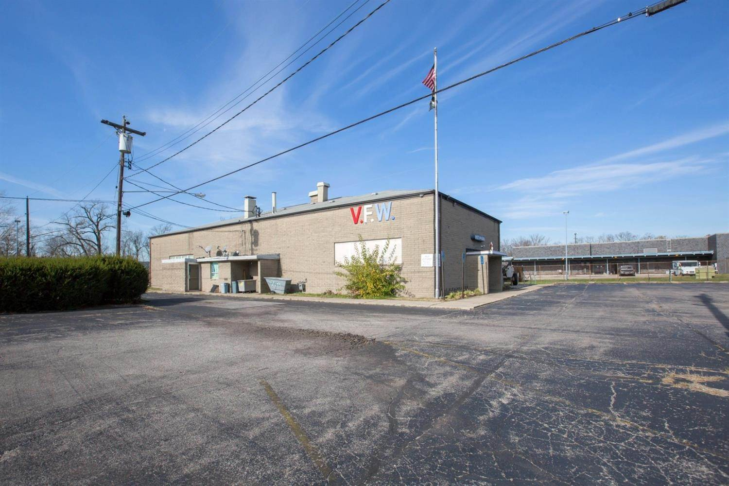 Commercial for Sale at 3318 E Sharon Road Sharonville, Ohio 45241 United States