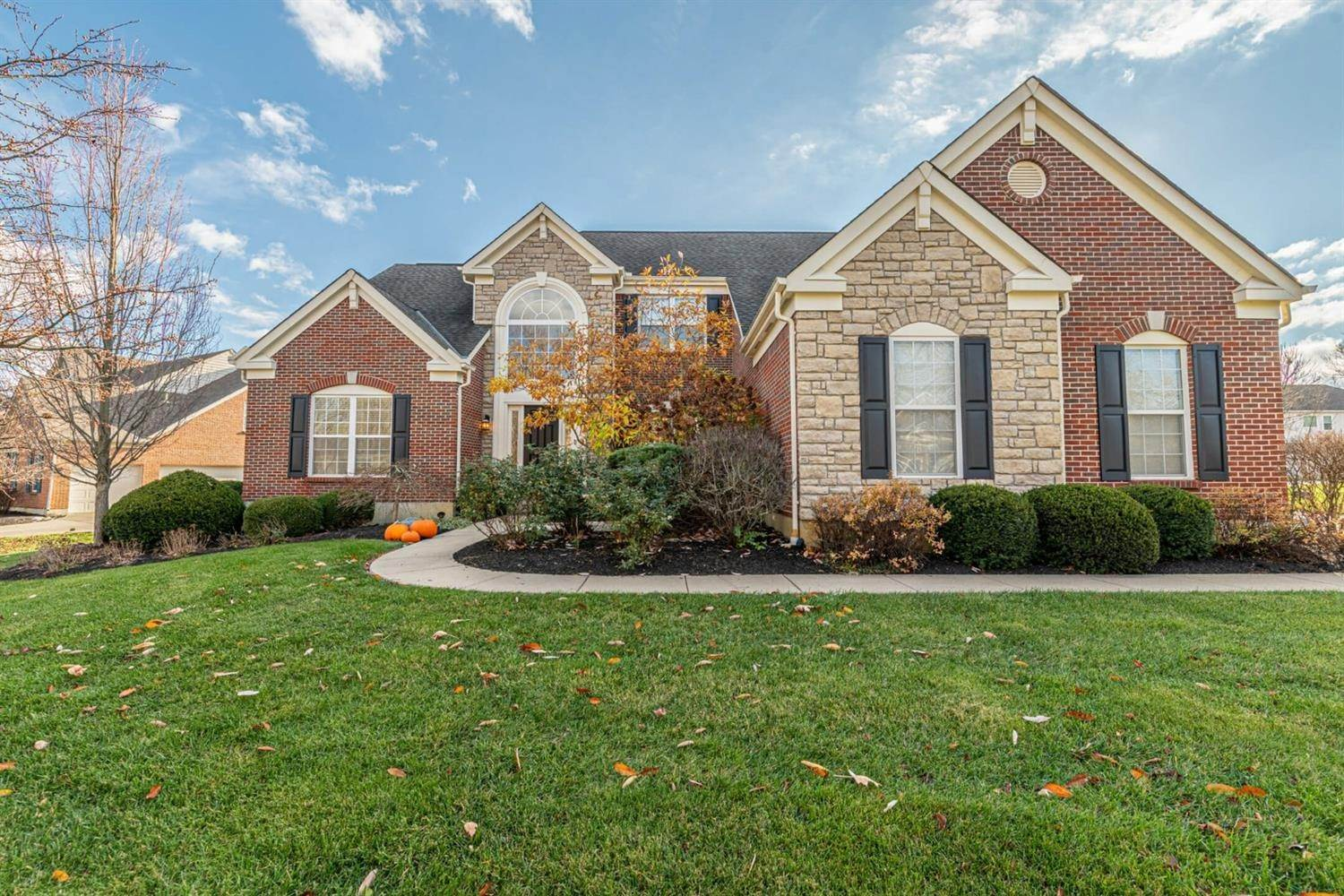 Single Family Homes for Sale at 1720 Heritage Lake Drive Centerville, Ohio 45458 United States