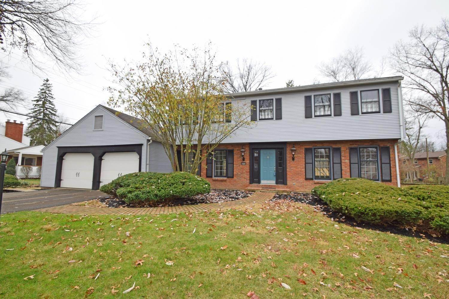 Single Family Homes por un Venta en 8609 Hermitage Lane Sycamore Twp, Ohio 45236 Estados Unidos