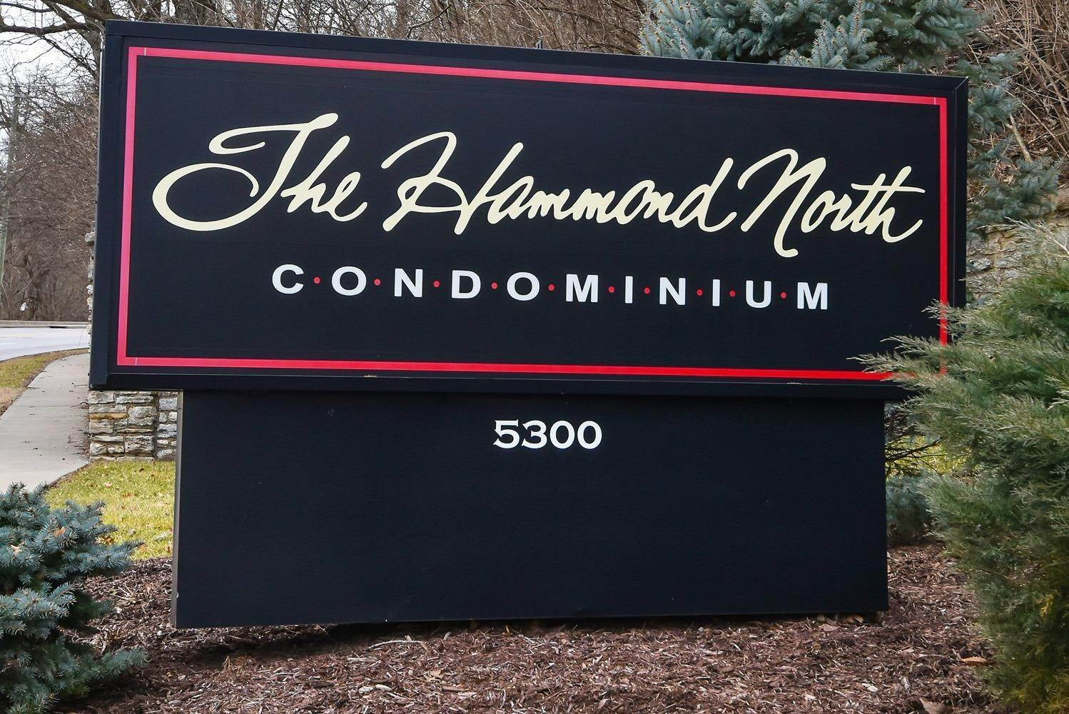 4. Condominiums for Sale at 5300 Hamilton Avenue Cincinnati, Ohio 45224 United States