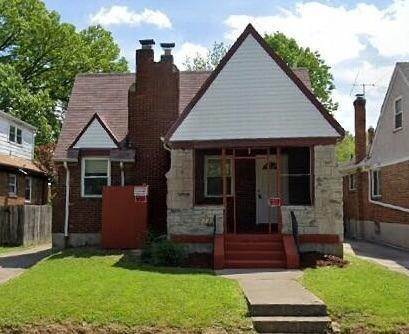 2. Single Family Homes for Sale at 1564 Elizabeth Place Cincinnati, Ohio 45237 United States