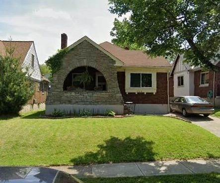 17. Single Family Homes for Sale at 1564 Elizabeth Place Cincinnati, Ohio 45237 United States