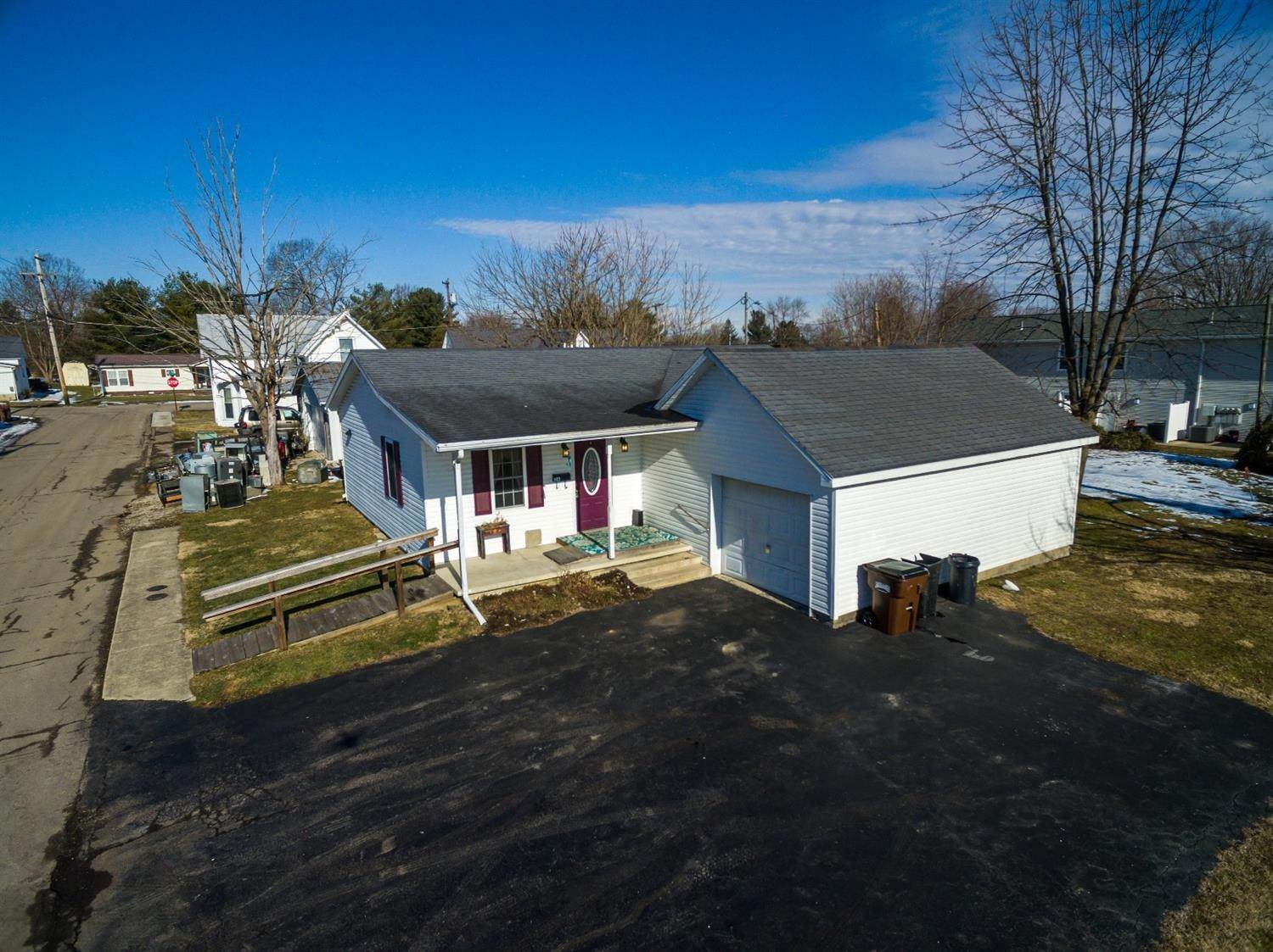 Single Family Homes por un Venta en 26 Elliott Avenue Peebles, Ohio 45660 Estados Unidos