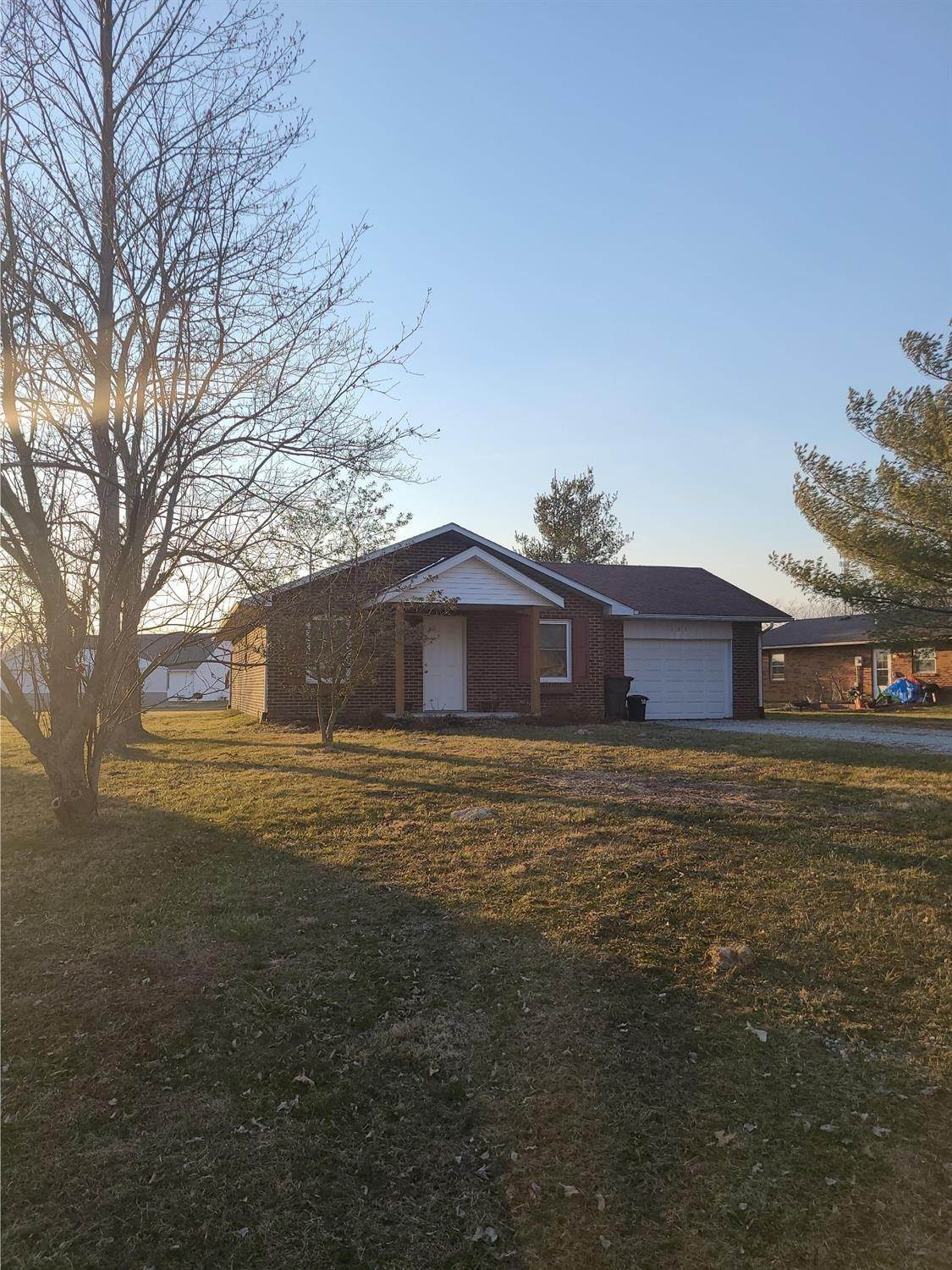 Single Family Homes por un Venta en 123 Cory Lane Versailles, Indiana 47042 Estados Unidos