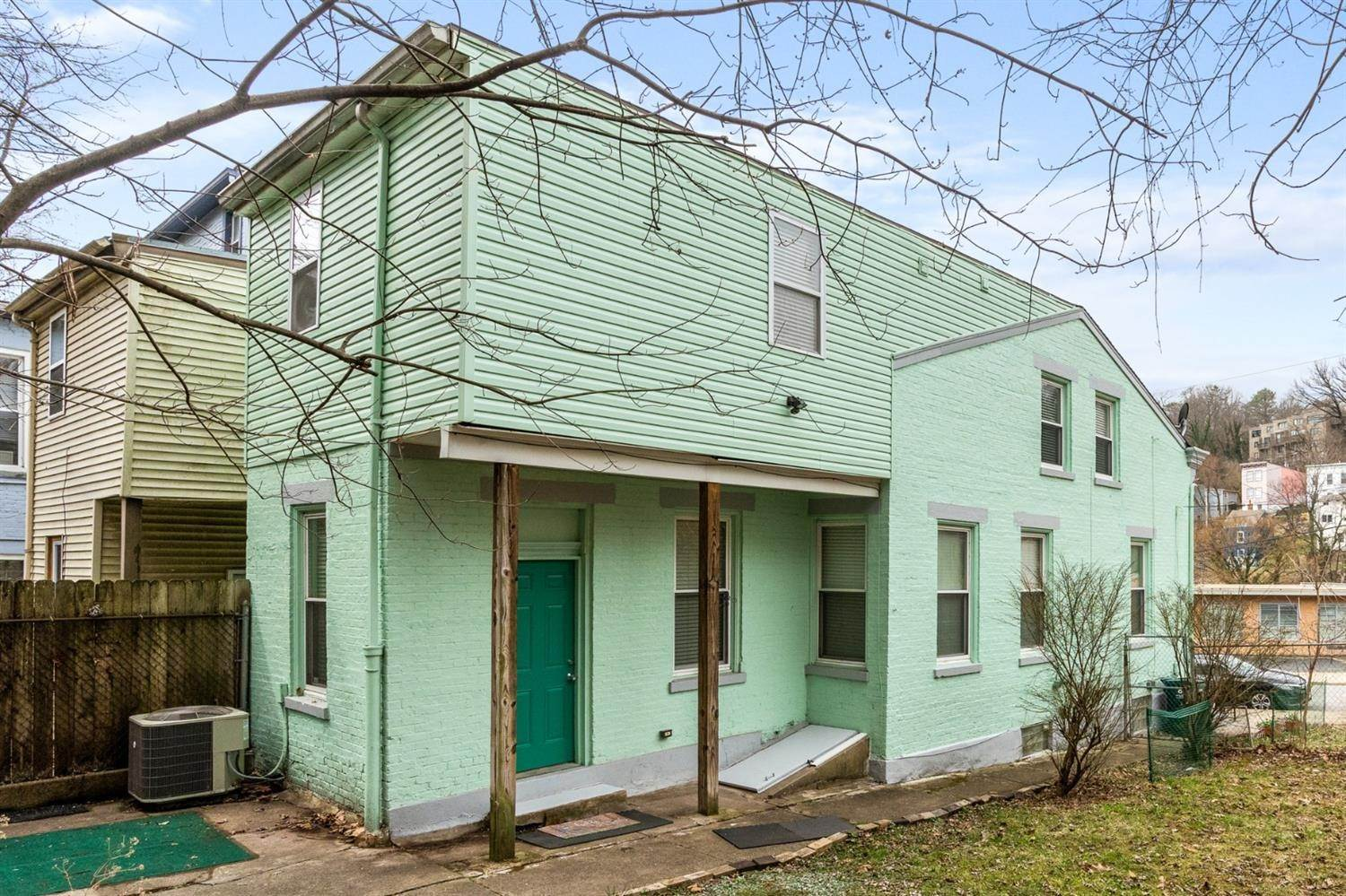 7. Single Family Homes for Sale at 2140 Loth Street Cincinnati, Ohio 45202 United States