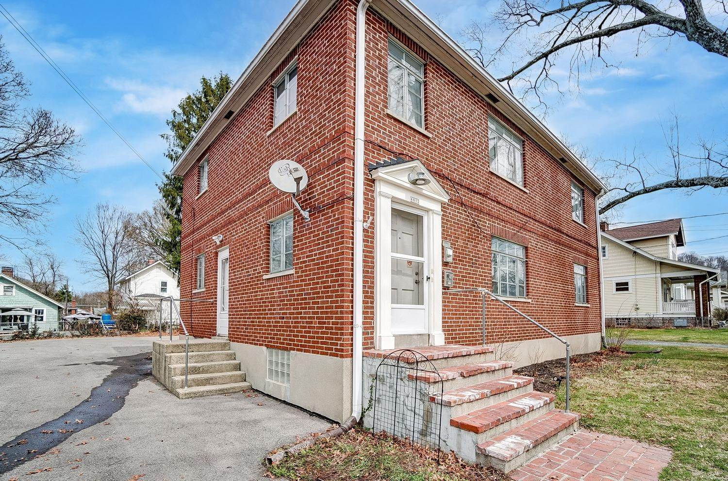 17. Single Family Homes for Sale at 6812 Buckingham Place Cincinnati, Ohio 45277 United States