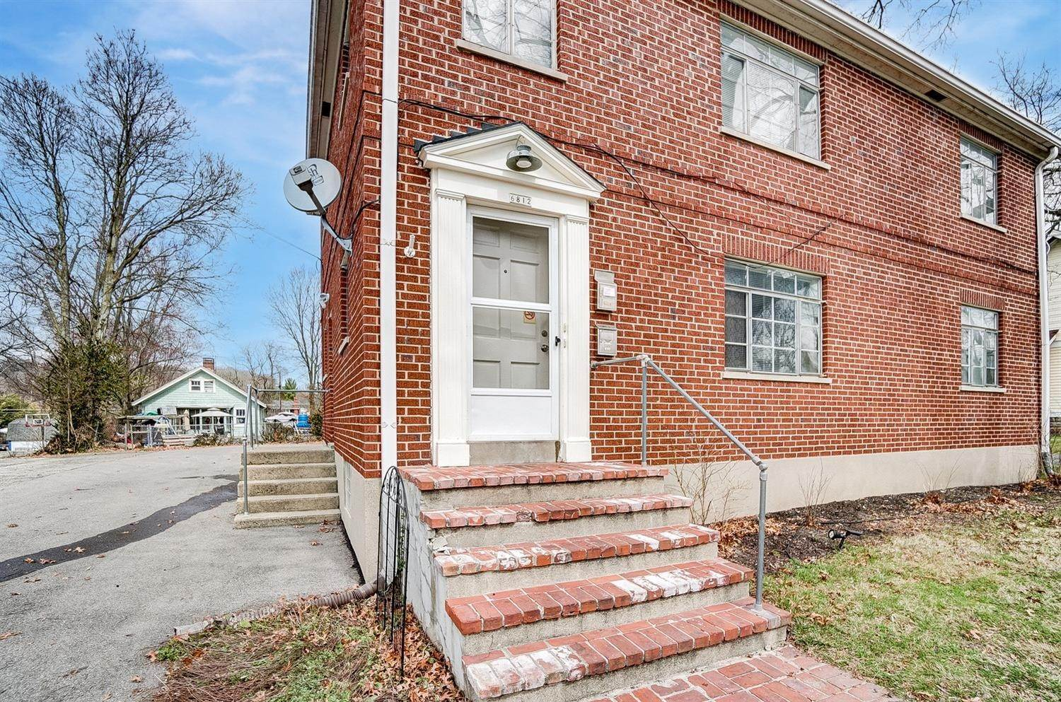 19. Single Family Homes for Sale at 6812 Buckingham Place Cincinnati, Ohio 45277 United States