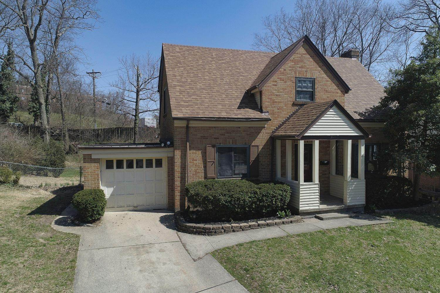 2. Single Family Homes for Sale at 2504 Dunaway Court Cincinnati, Ohio 45238 United States