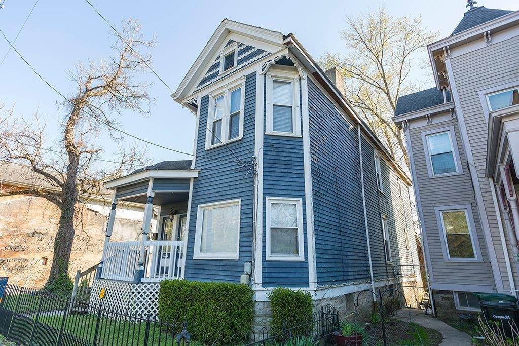 4. Single Family Homes for Sale at 3143 Riverside Drive Cincinnati, Ohio 45226 United States