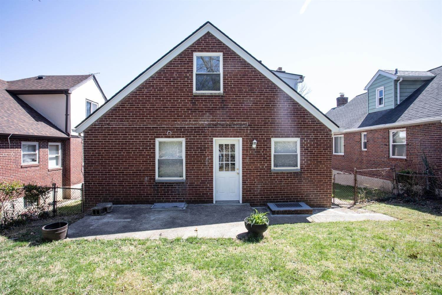 4. Single Family Homes for Sale at 5439 Newfield Avenue Cincinnati, Ohio 45237 United States