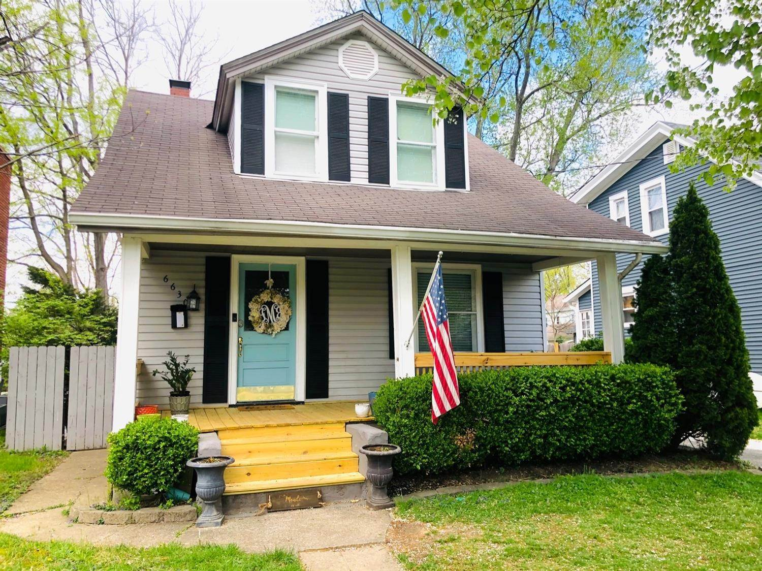 Single Family Homes por un Venta en 6630 Murray Avenue Columbia Township, Ohio 45227 Estados Unidos