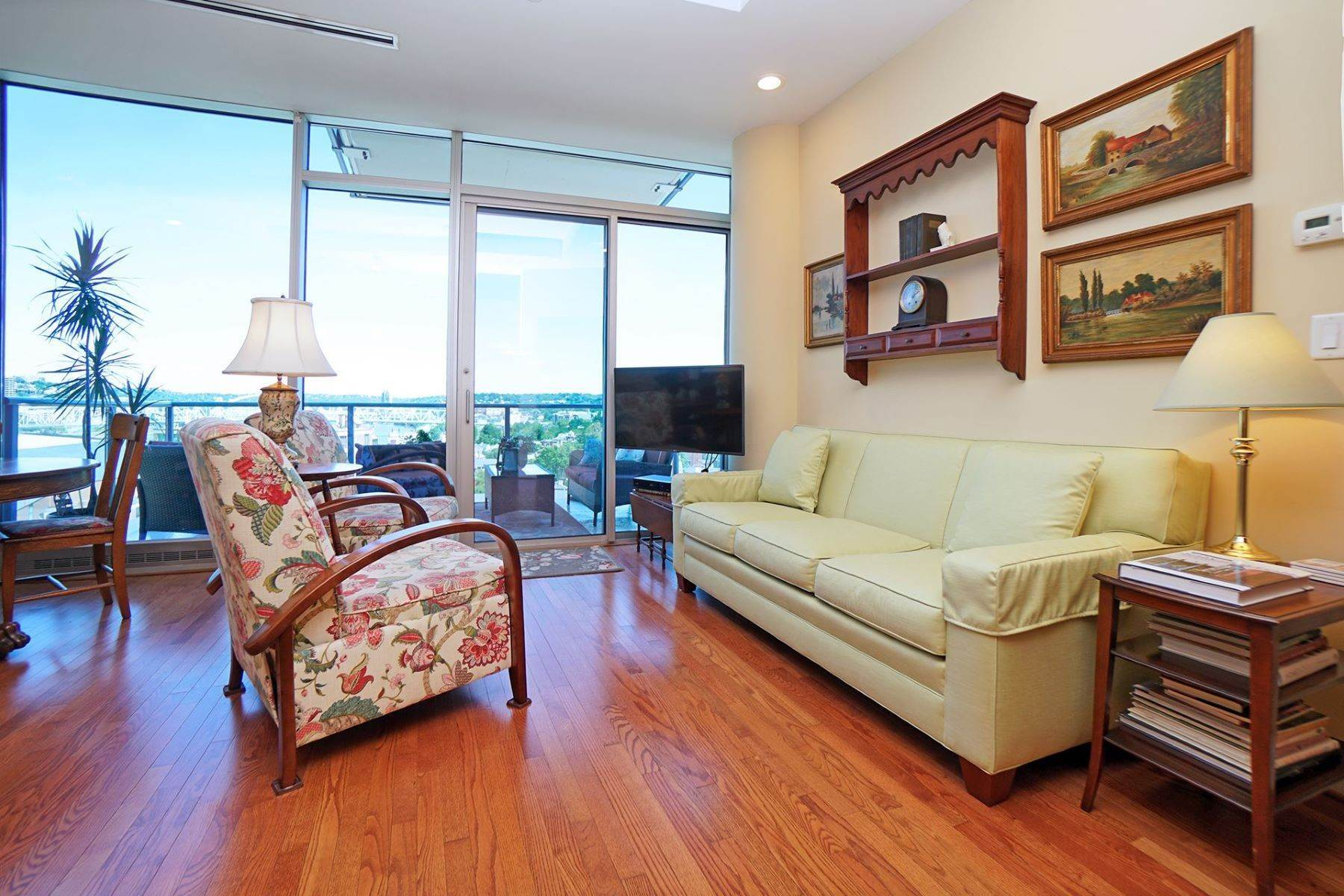 2. Condominiums for Sale at 1 Roebling Way #1105, Covington, KY 41011 1 Roebling Way #1105 Covington, Kentucky 41011 United States