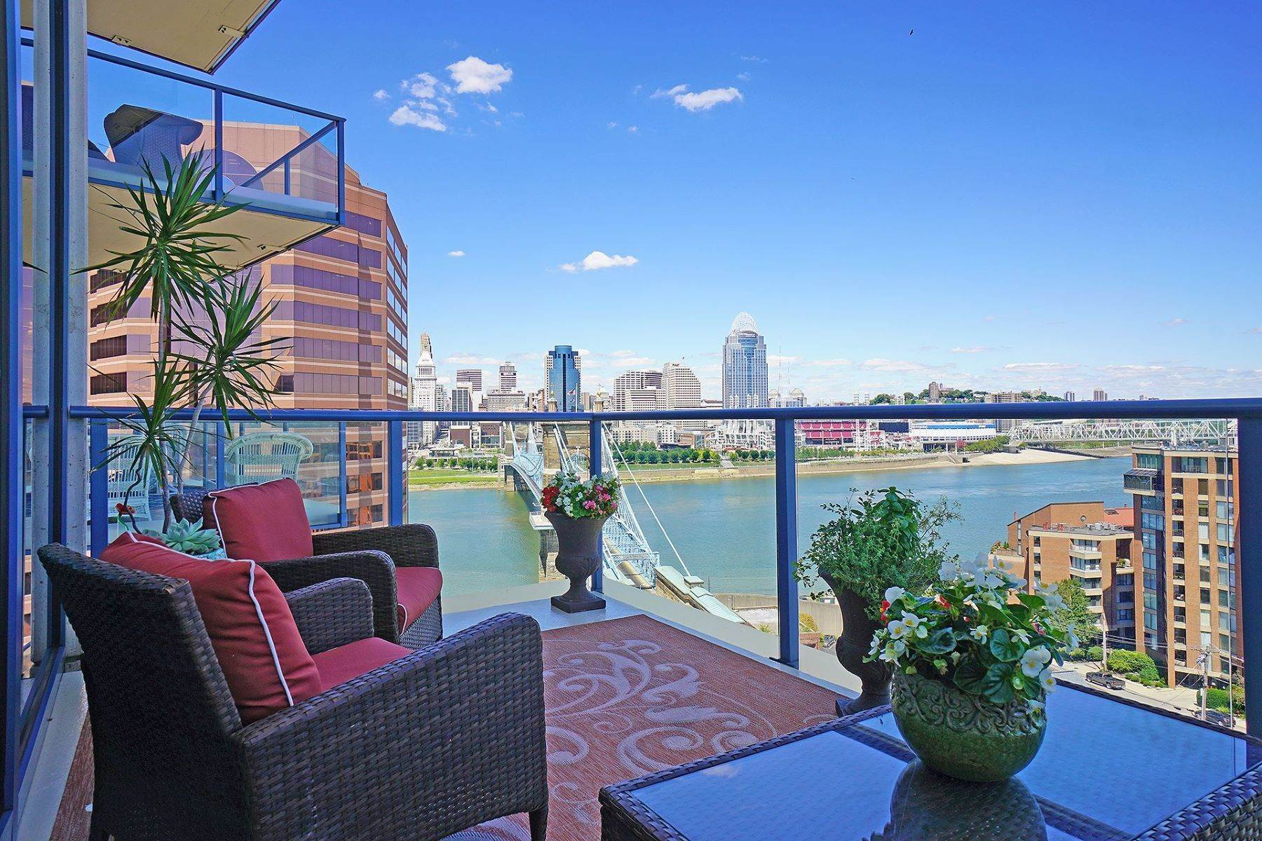5. Condominiums for Sale at 1 Roebling Way #1105, Covington, KY 41011 1 Roebling Way #1105 Covington, Kentucky 41011 United States