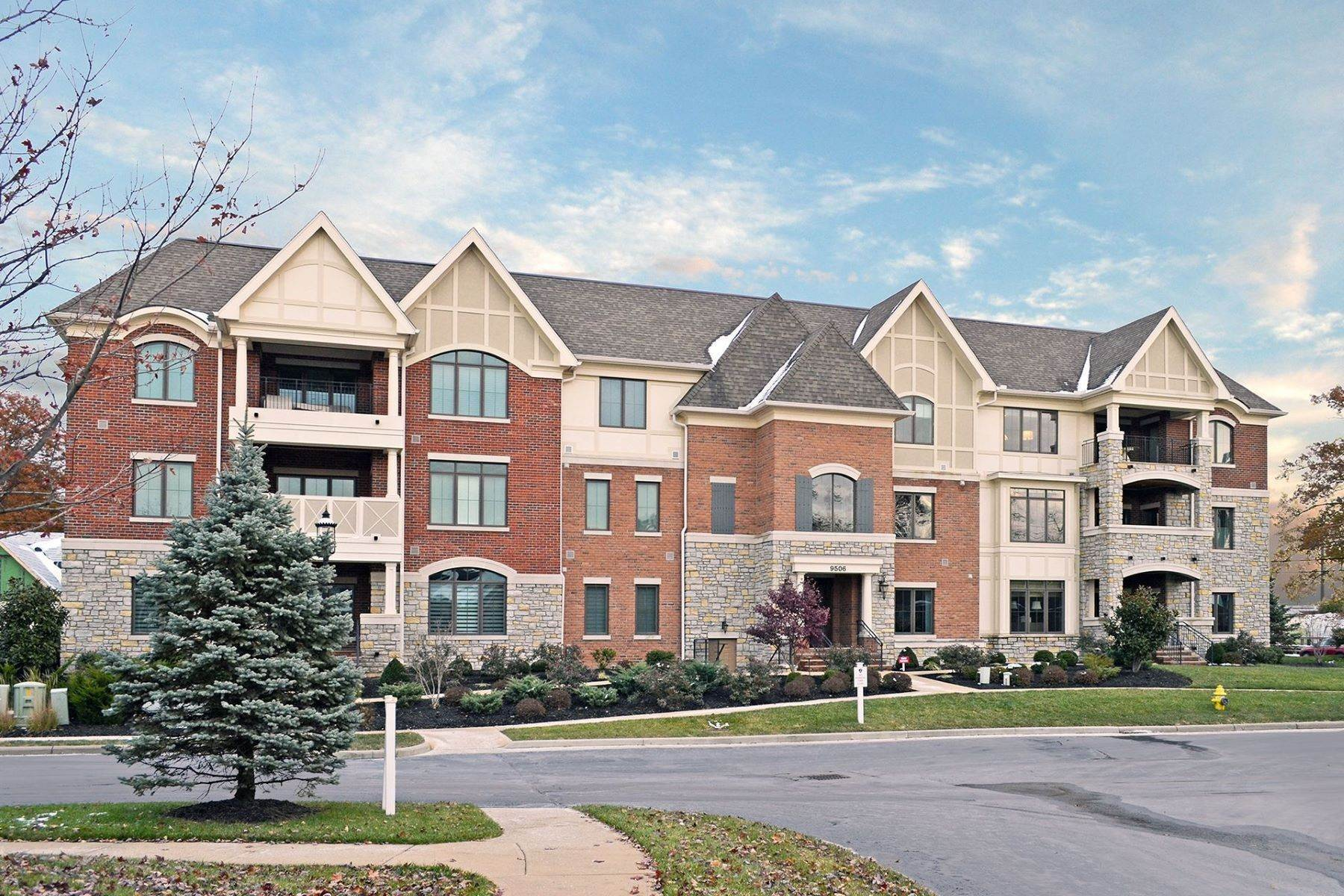 Condominiums for Sale at 9506 Park Manor Boulevard, Blue Ash, OH 45242 9506 Park Manor Boulevard, #304 Blue Ash, Ohio 45242 United States