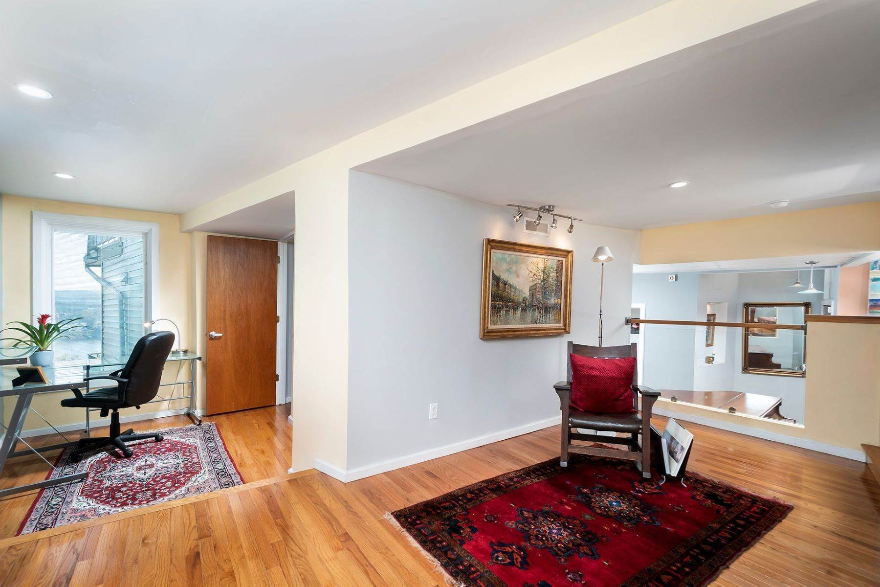 5. Single Family Homes for Sale at Nestled High Above the Ohio River 1015 Hill Street Cincinnati, Ohio 45202 United States