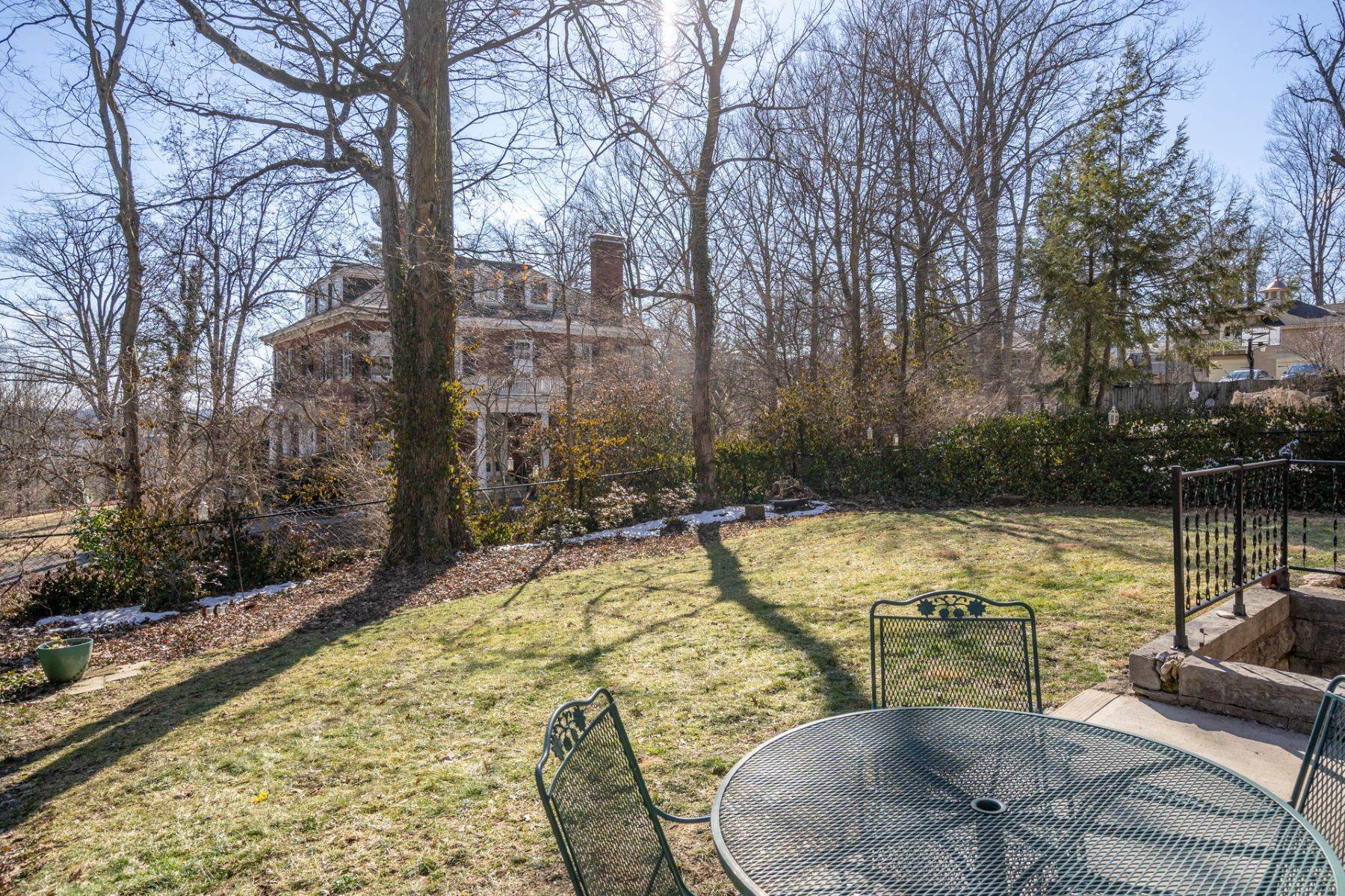 46. Single Family Homes for Sale at 1865 Madison Road, Cincinnati, OH 45206 1865 Madison Road Cincinnati, Ohio 45206 United States