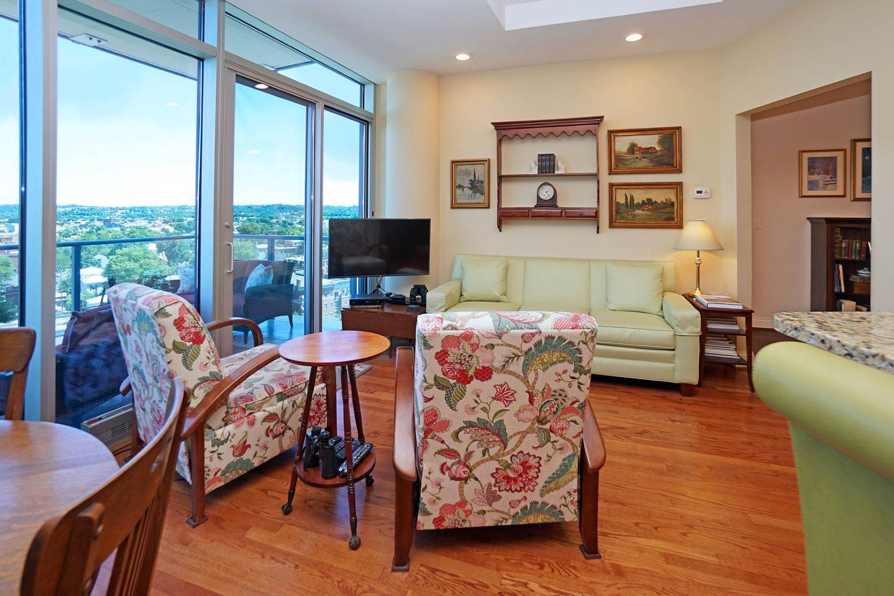 3. Condominiums for Sale at 1 Roebling Way #1105, Covington, KY 41011 1 Roebling Way #1105 Covington, Kentucky 41011 United States