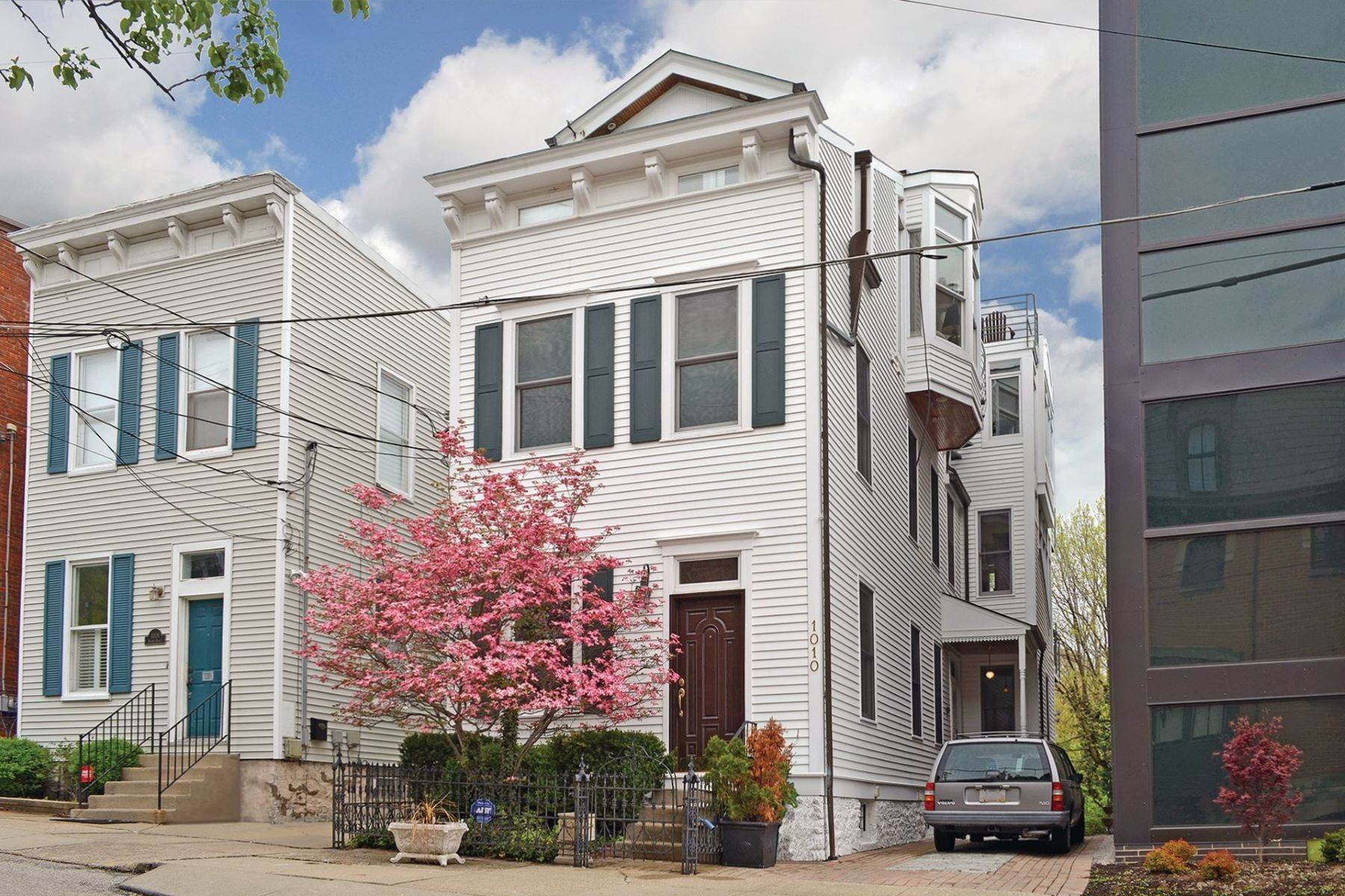 Single Family Homes for Sale at 1010 Hatch Street, Cincinnati, OH 45202 1010 Hatch Street Cincinnati, Ohio 45202 United States