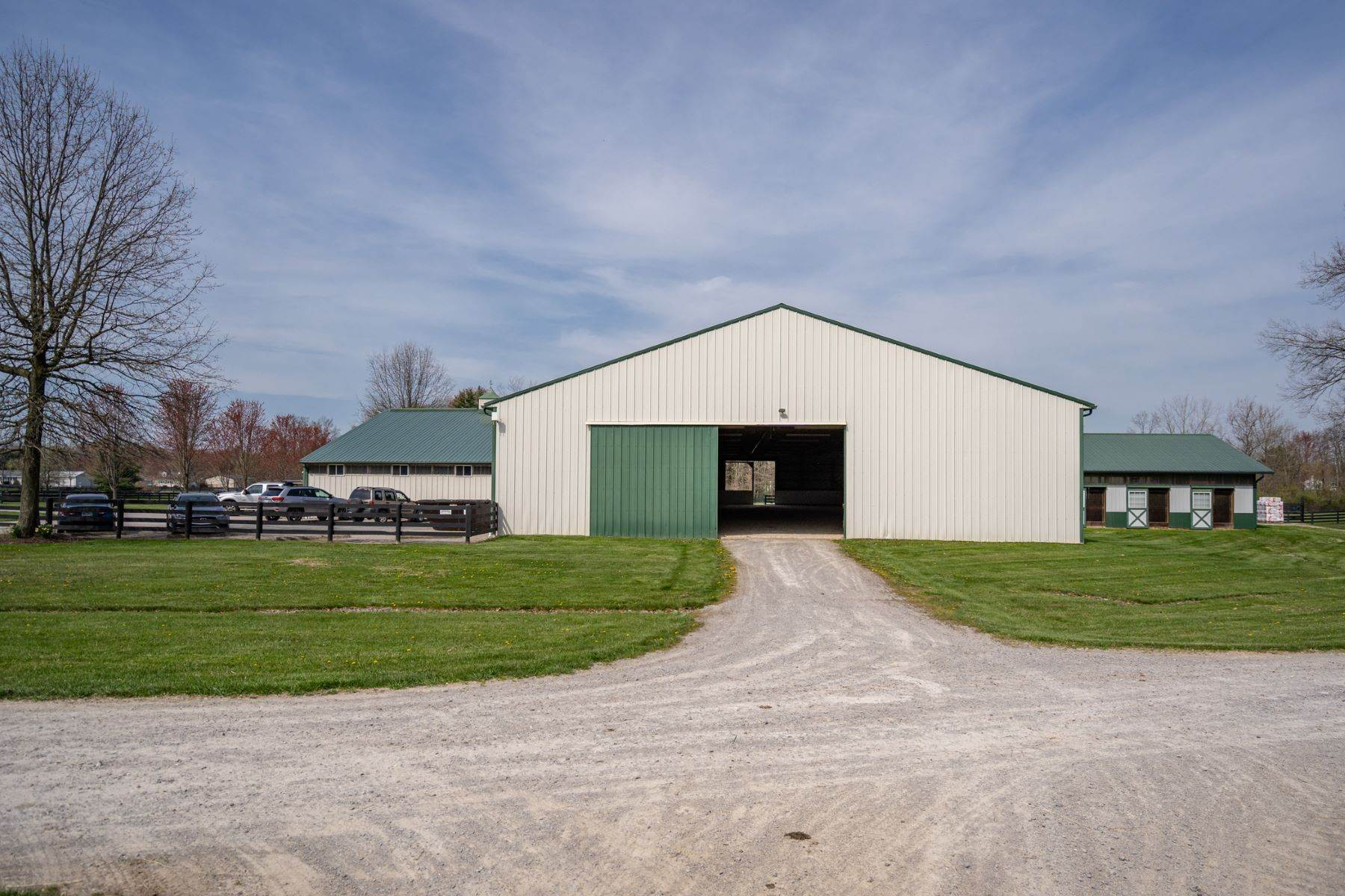 39. Farm and Ranch Properties for Sale at 6300 Newtonsville Road, Pleasant Plain, OH 45162 6300 Newtonsville Road Pleasant Plain, Ohio 45162 United States