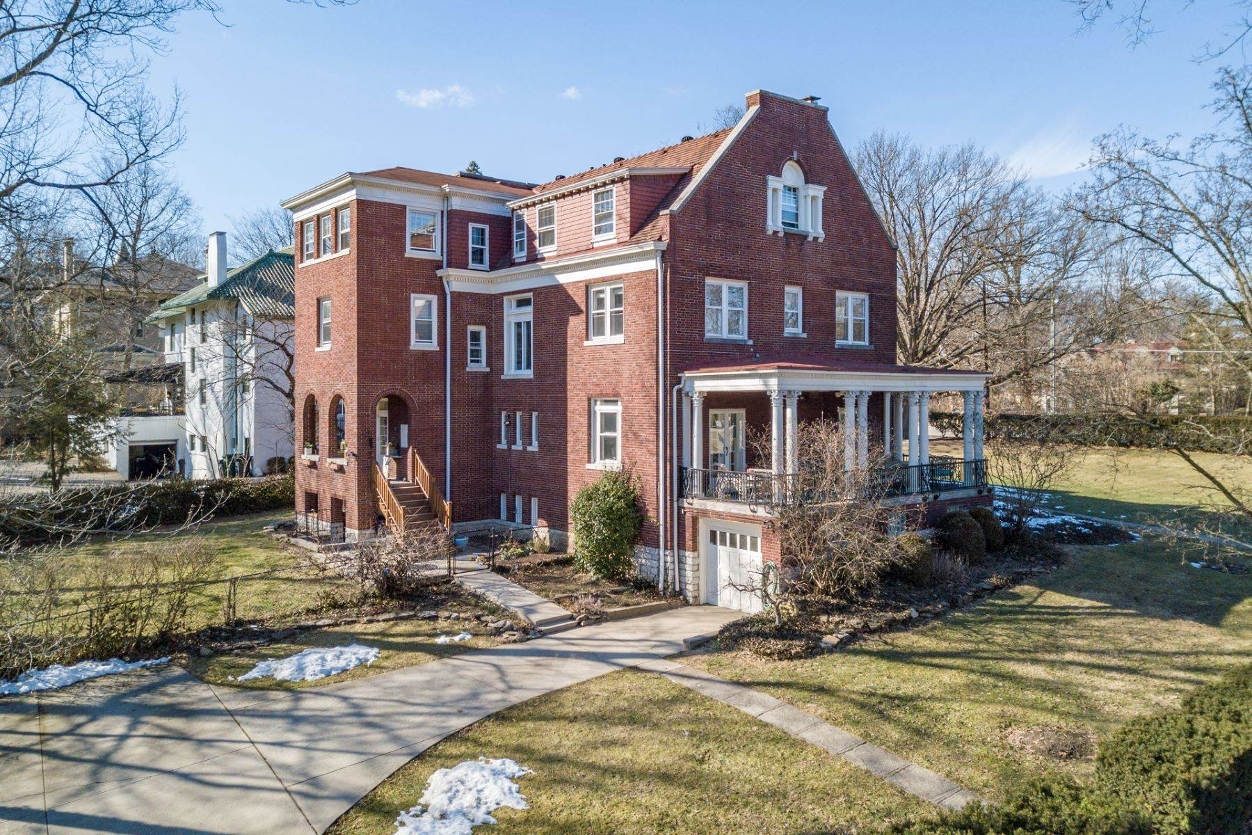 44. Single Family Homes for Sale at 1865 Madison Road, Cincinnati, OH 45206 1865 Madison Road Cincinnati, Ohio 45206 United States